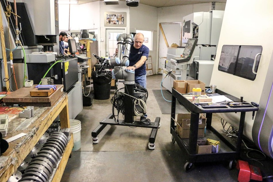 Flexible deployment of robots in manufacturing shop